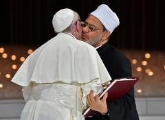 le-pape-francois-et-le-grand-imam-d-al-azhar-le-cheikh-ahmed-al-tayeb-se-donn.jpg