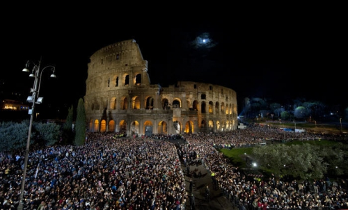 3-avril-2015-Chemin-Croix-Colisee-Rome-Italie_0_730_423.jpg