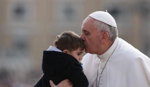 48264_pape-francois-enfant-famille.jpg