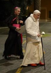 papa-ratzinger-si-dimette-39-210x300.jpg