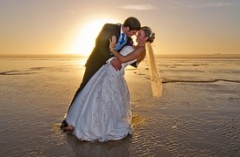 beach-wedding-615219__180.jpg