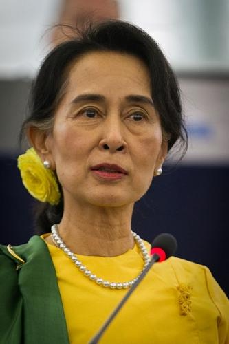 Remise_du_Prix_Sakharov_à_Aung_San_Suu_Kyi_Strasbourg_22_octobre_2013-18.jpg