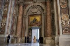 Le-pape-Francois-ouvre-porte-sainte-basilique-Saint-Pierre-Basilique-Saint-Pierre-8-decembre_1_1400_392.jpg