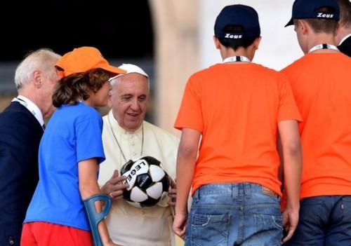 Pas-de-finale-des-deux-papes-au-Vatican-mais-bientot-un-match-pour-la-paix_article_popin.jpg
